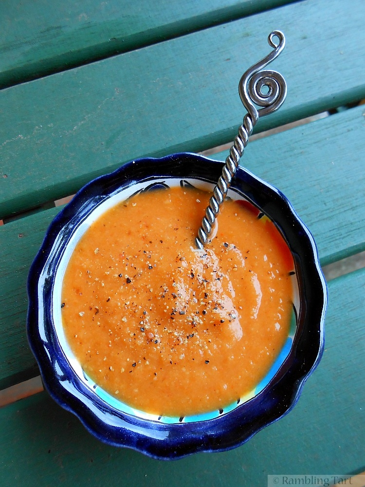 garlicky white bean capsicum artichoke soup