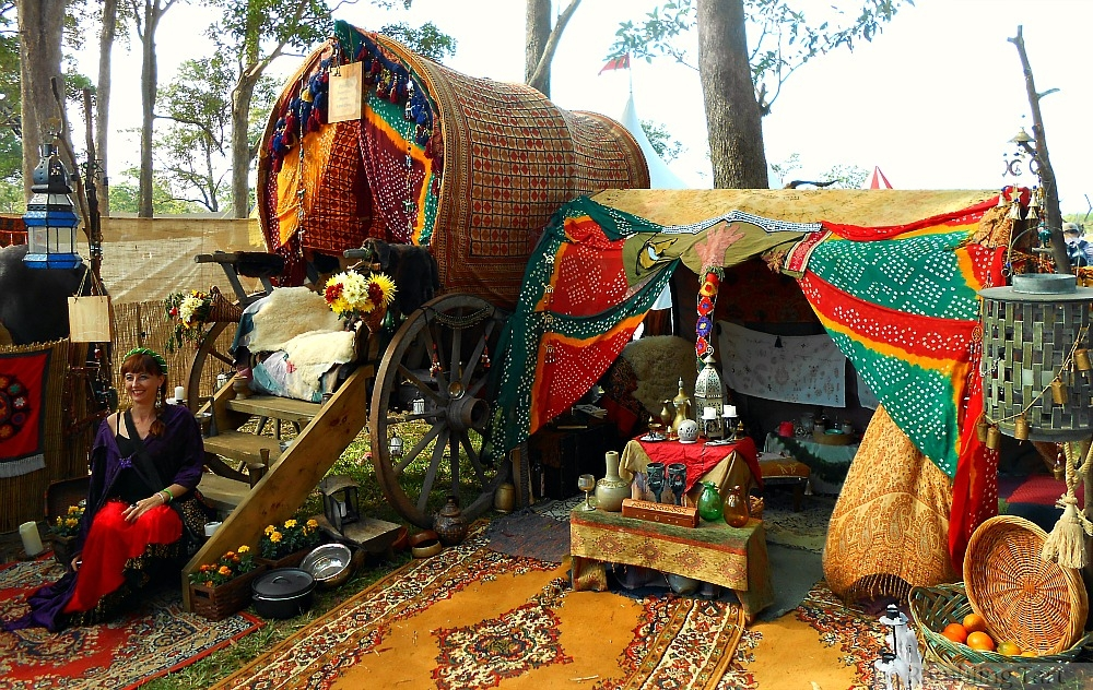 medieval gypsy caravan & Wandering through a Medieval Gypsy Camp » ramblingtart