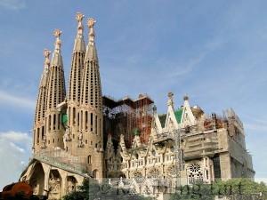 Sagrada Familia, Barcelona, Spain photo by Bernard Gagnon