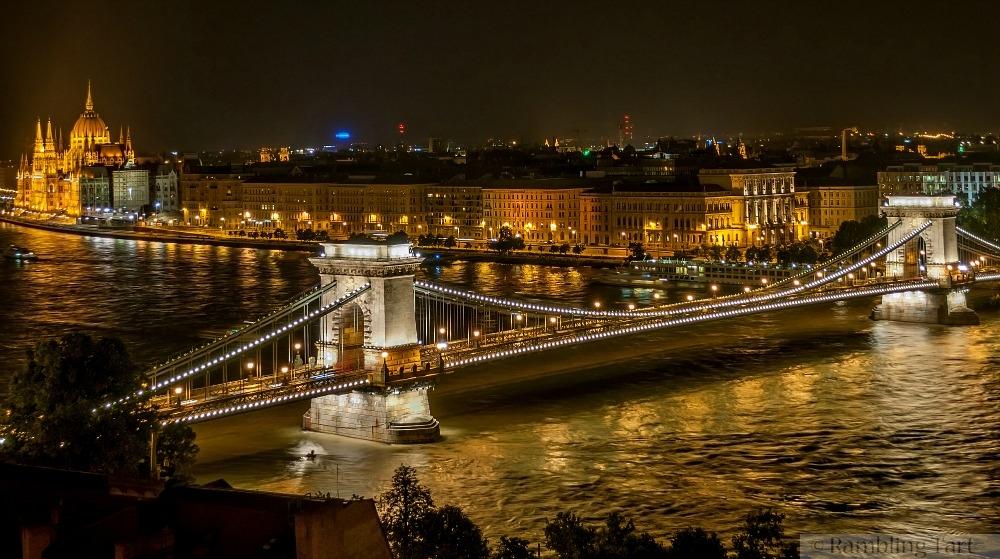 The Széchenyi Chain Bridge by Wilfredor