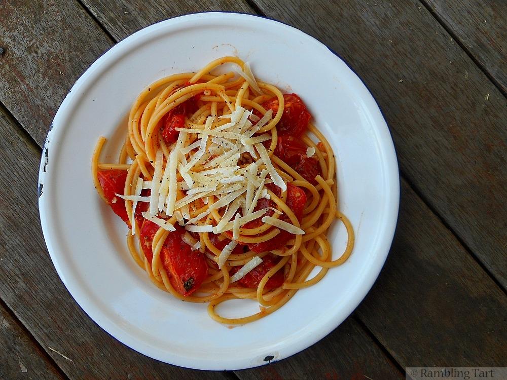 slow roasted tomato and garlic pasta