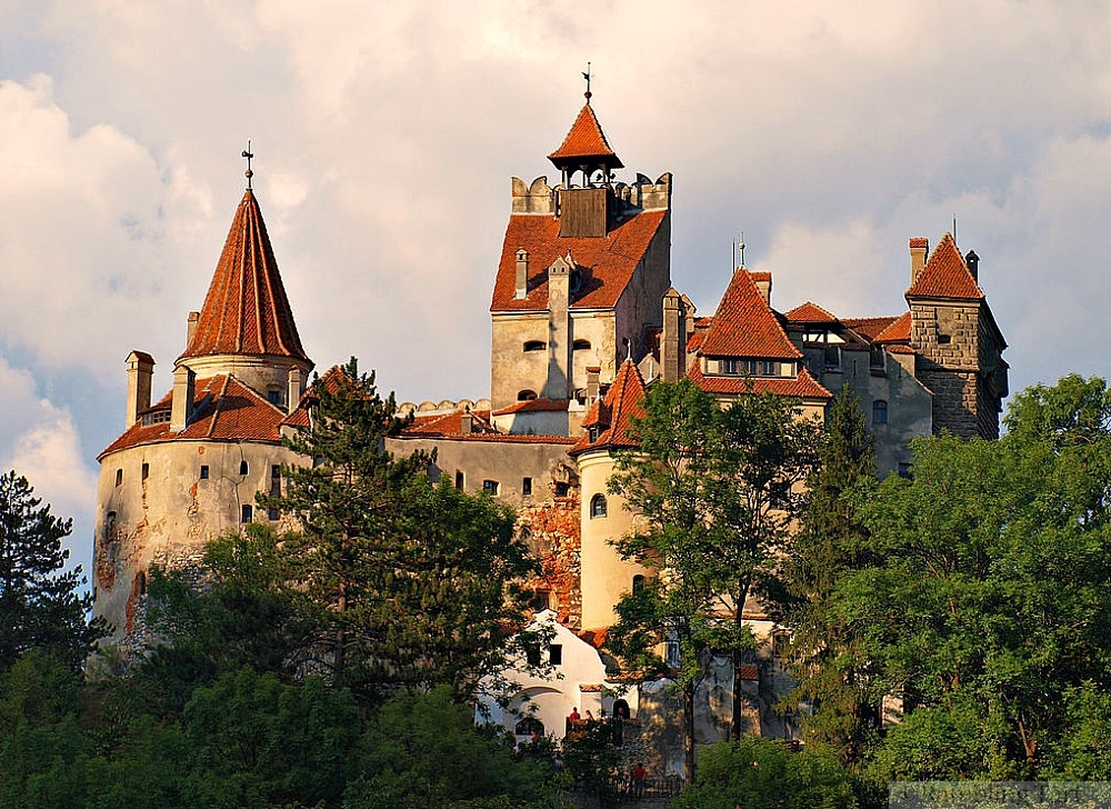 Bran Castle, Romania by Todor Bozhinov