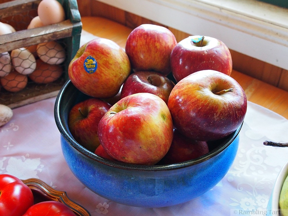 apples in blue bowl