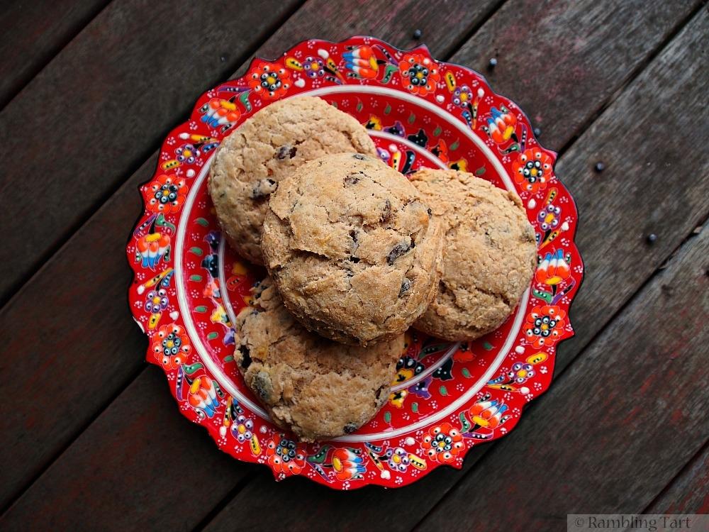 cinnamon raisin scones