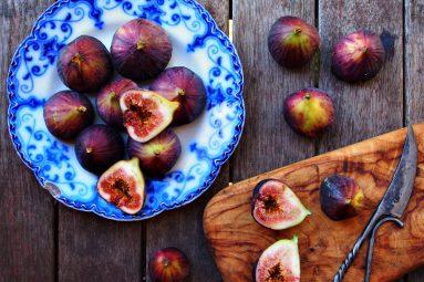 platter of fresh figs